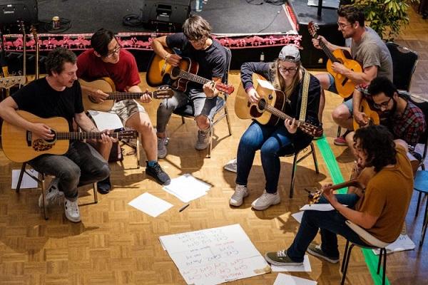 خصوصیت آموزشگاه موسیقی